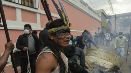 Indígenas ecuatorianos presentan una alternativa al FMI