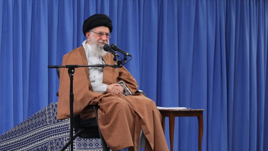 Ayatolá Jamenei: Irán nunca se ha quedado de brazos cruzados ante EEUU | HISPANTV