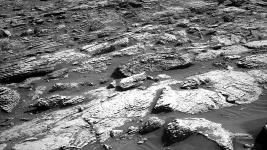NASA muestra un paisaje rocoso de Marte.