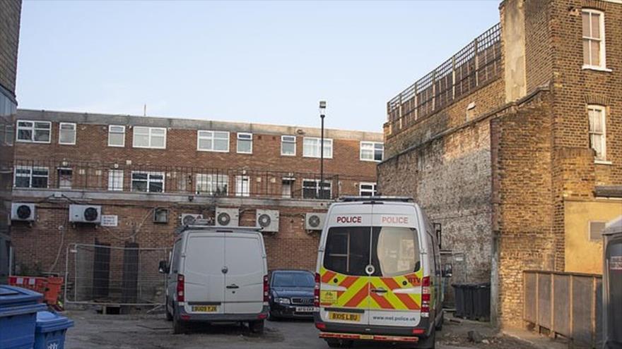 La policía británica vigila la casa en que fue descubierto un túnel secreto de 21 metros que llega a un enorme vivero de marihuana.