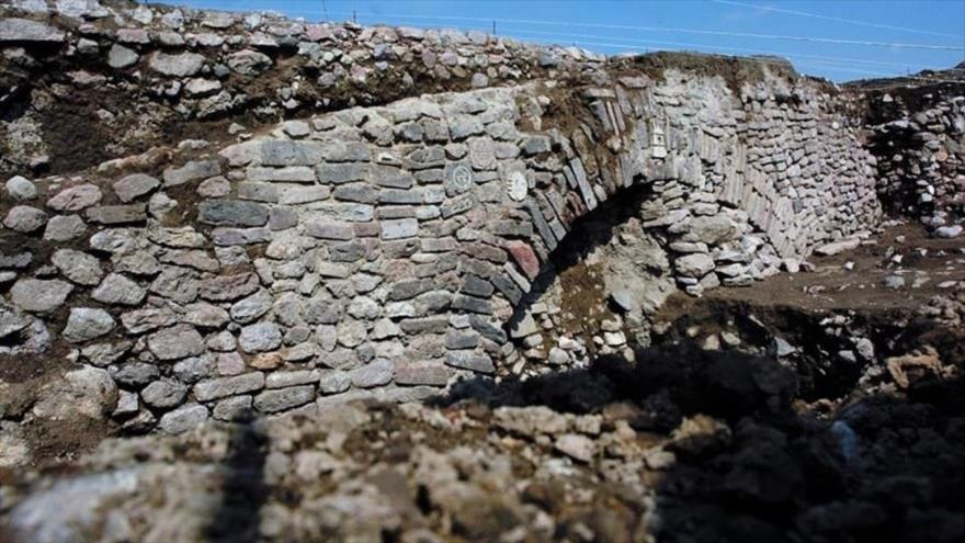Un grupo de arqueólogos descubre un túnel azteca secreto de más de 600 años en México.