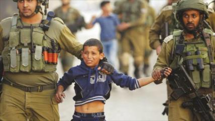 Vídeo: Soldados israelíes arrestan a un niño palestino de 11 años