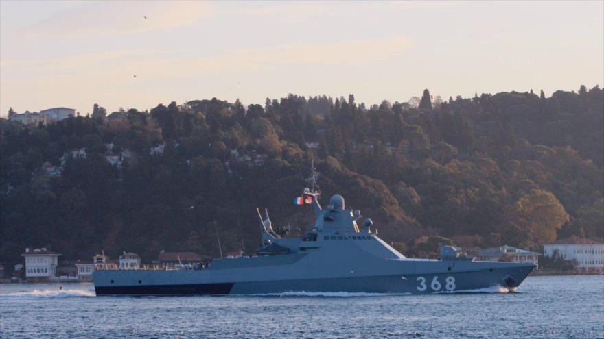 Buque militar ruso avistado en el estrecho del Bósforo, 5 de noviembre de 2019.