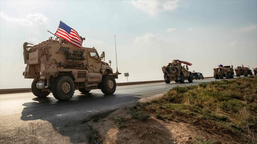 Un convoy de vehículos militares de EE.UU. llega desde el norte de Irak rumbo a Deir Ezzor en Siria, 26 de octubre de 2019. (Foto: AFP)