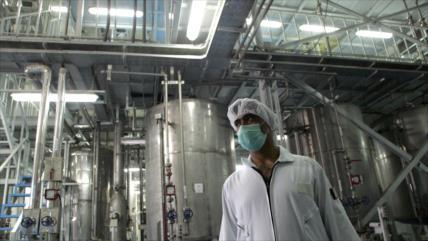 """Irán dice que una inspectora de AIEA llevaba """"material sospechoso"""""""