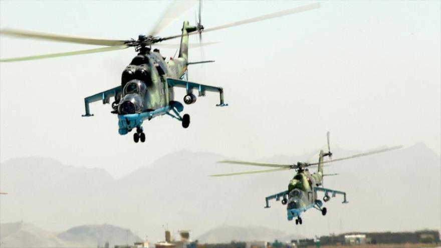 Helicópteros rusos sobrevuelan una zona en la provincia occidental de Latakia, Siria.