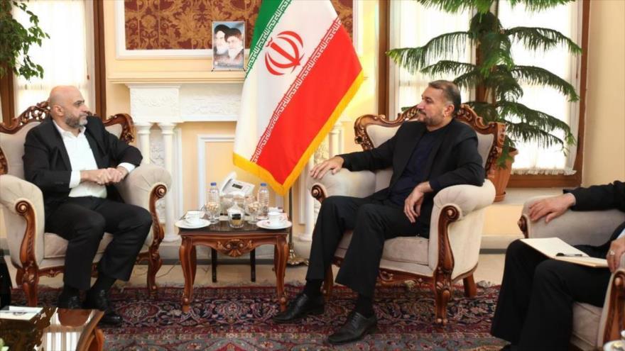 Hosein Amir Abdolahian (dcha.) se reúne con el parlamentario sirio, Husein Raqeb, Teherán, 7 de noviembre de 2019. (Foto: ICANA)