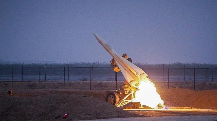 El sistema de defensa aérea iraní Mersad lanza un misil modelo Shalamche. (Foto: Tasnim)