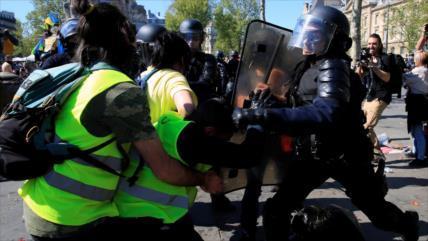 """Policía de Francia ha arrestado a más de 10 000 """"chalecos amarillos"""""""
