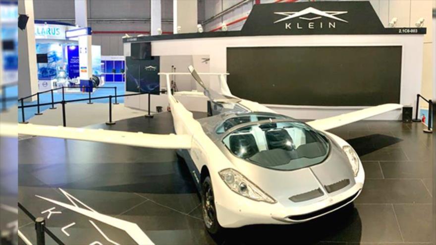 Presentan en China auto volador contra atascos