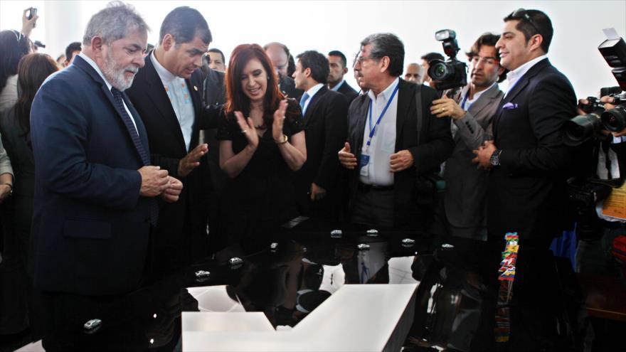 Los expresidentes de Brasil, Ecuador y Argentina, Luiz Inácio Lula da Silva, Rafael Correa y Cristina Fernández, respectivamente, en un acto público.
