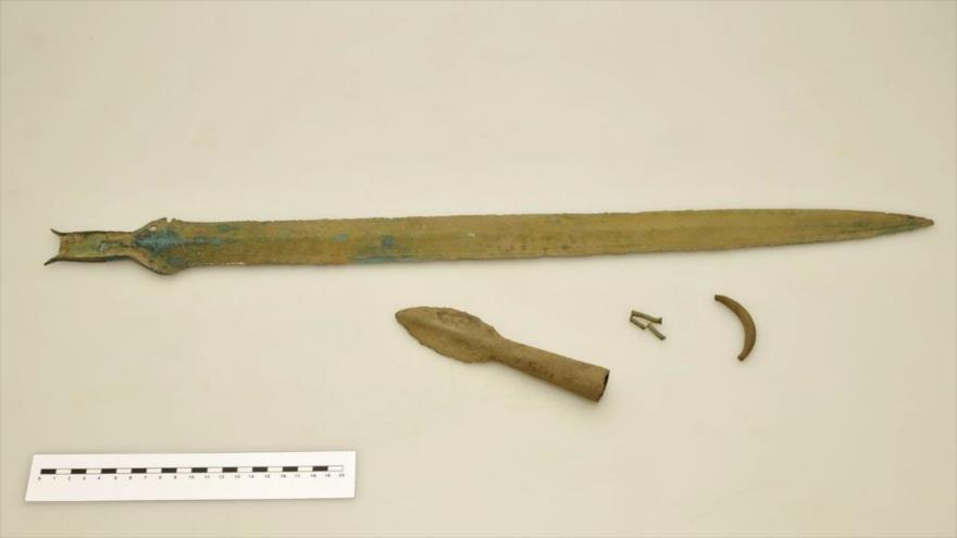 Una espada utilizada durante la Edad de Bronce, hallada en el noreste de la República Checa.