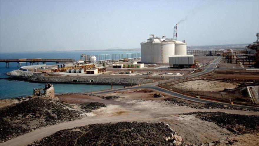 Vista general de la planta de gas, una filial de la compañía francesa Total en la ciudad portuaria de Balhaf, en el sur de Yemen.