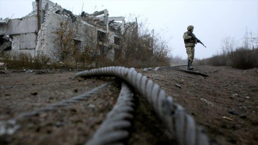 Un militar ucraniano cerca de Avdiivka, en la línea del frente con los separatistas prorrusos, 7 de noviembre de 2019.