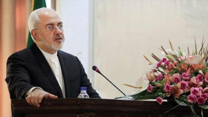El canciller iraní, Mohamad Yavad Zarif, ofrece un discurso.