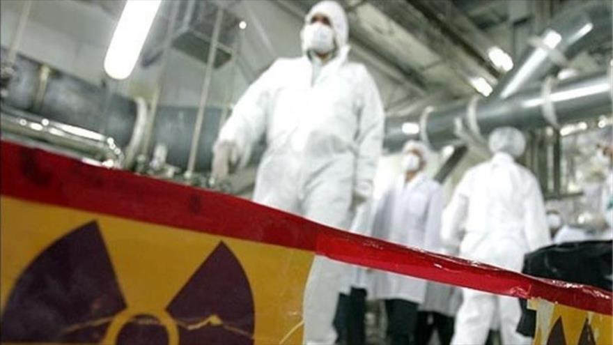Empleados de una central nuclear iraní.