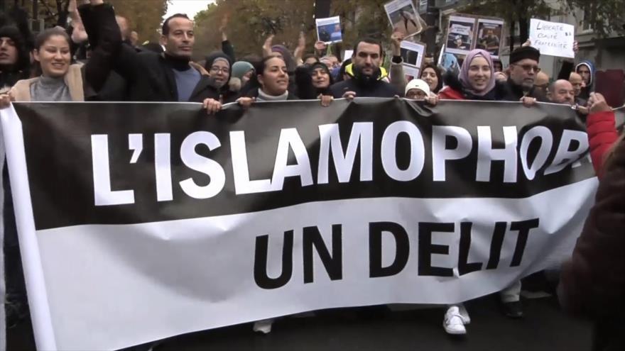 Miles de ciudadanos se manifiestan contra islamofobia en Francia | HISPANTV
