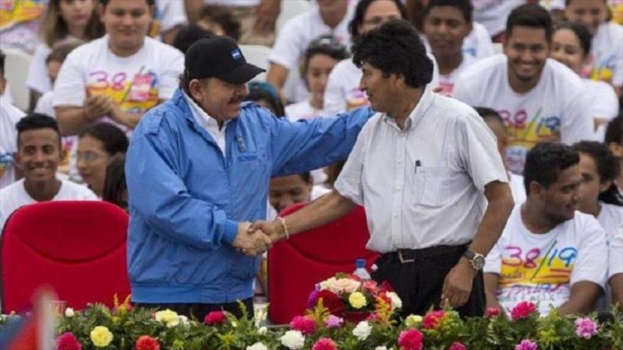 Los presidente de Nicaragua y Bolivia, Daniel Ortega (izq.) y Evo Morales, respectivamente, en Managua, 20 de julio de 2017.