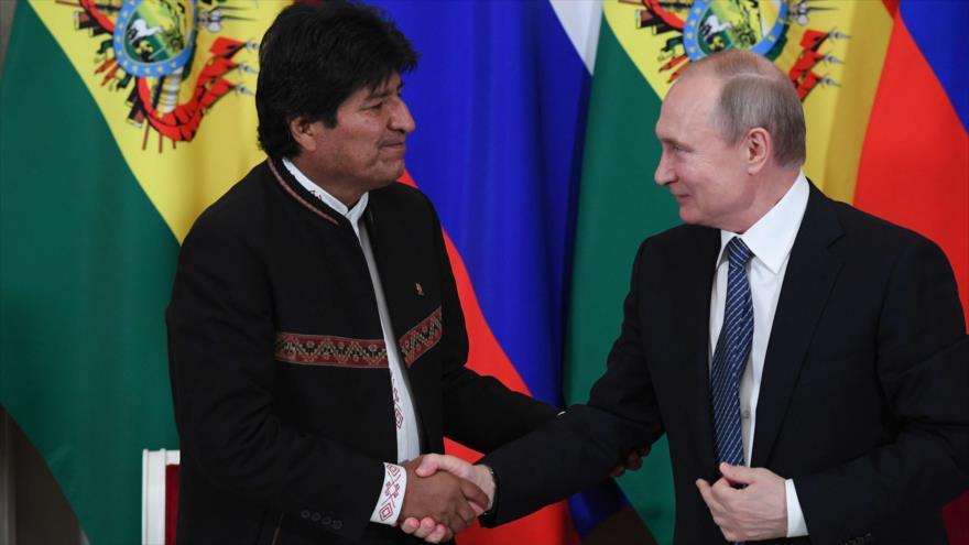 El presidente ruso, Vladimir Putin, (dcha.) y su entonces homólogo boliviano, Evo Morales, se reúnen en el Kremlin en Moscú, 11 de julio de 2019. (Foto: AFP)