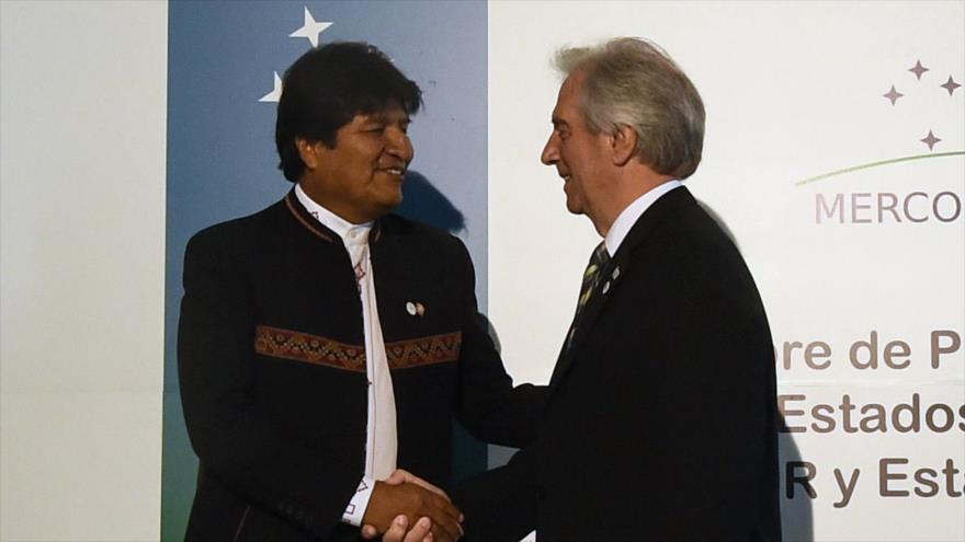 El presidente de Bolivia, Evo Morales (izda.), y su par uruguayo, Tabaré Vázquez, Montevideo, 18 de diciembre de 2018. (Foto: AFP)