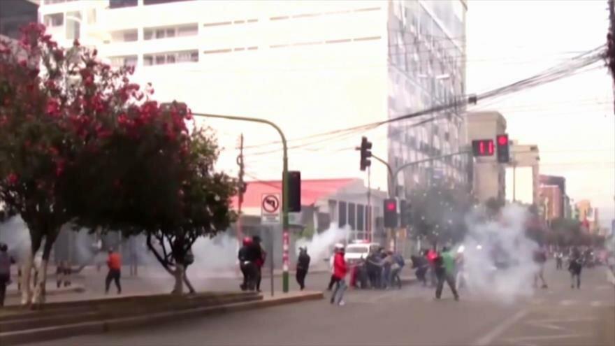 Hostilidad de EEUU. Crisis en Bolivia. Dimisión de Albert Rivera