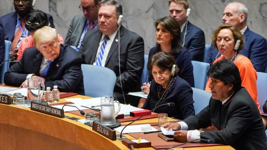 Donald Trump (izda.), presidente de EE.UU. y el exmandatario de Bolivia Evo Morales en una sesión del CSNU, 26 de septiembre de 2018. (Foto: AFP)