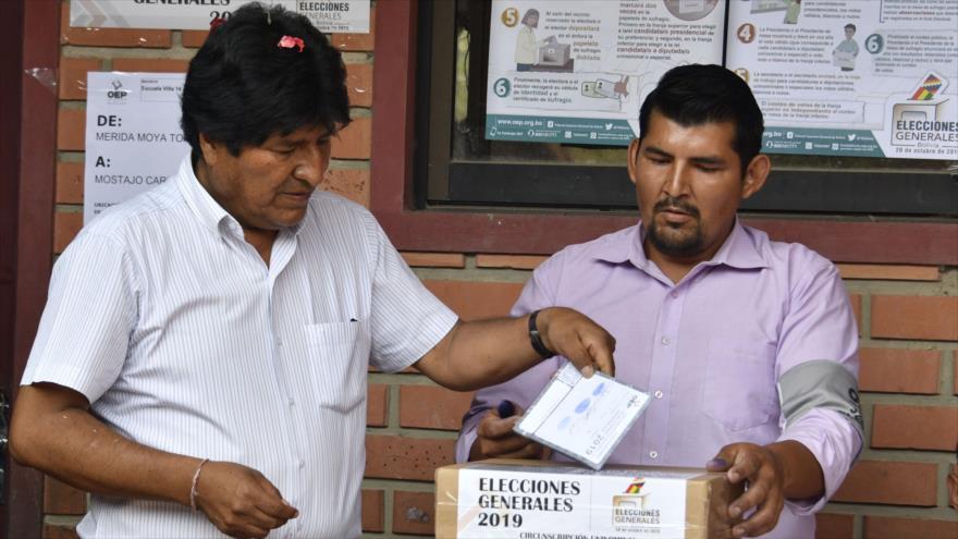 El que fuera presidente y candidato presidencial de Bolivia, Evo Morales, emite su voto durante las elecciones en Chapare, 20 de octubre de 2019. (Foto: AFP)