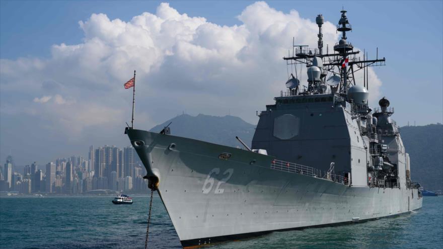 El destructor de misiles guiados de EE.UU., el USS Chancellorsville, anclado en las aguas de Hong Kong, 21 de noviembre de 2018. (Foto: AFP)