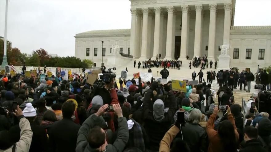Estadounidenses protestan frente a Corte Suprema a favor de DACA