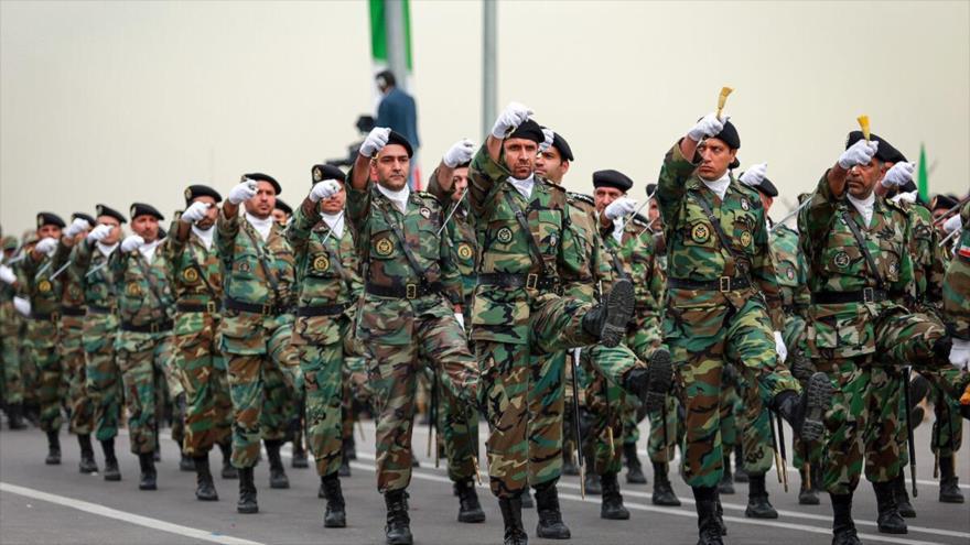 Las Fuerzas Armadas de Irán en un desfile militar.