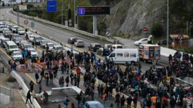 Vídeo: Catalanes bloquean frontera entre España y Francia