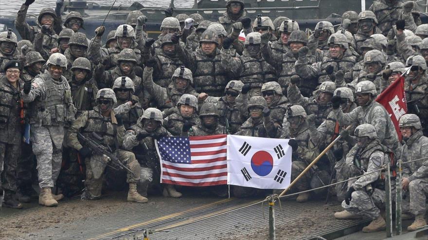 Fuerzas militares de EE.UU. y Corea del Sur durante maniobras militares conjuntas en Yeoncheon, 10 de diciembre de 2015. (Foto: AP)