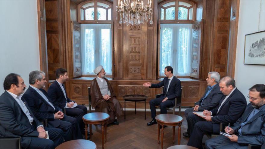 Presidente de Siria, Bashar al-Asad, (4.º a la dcha.) se reúne con una delegación parlamentaria iraní en Damasco, 14 de noviembre de 2019.