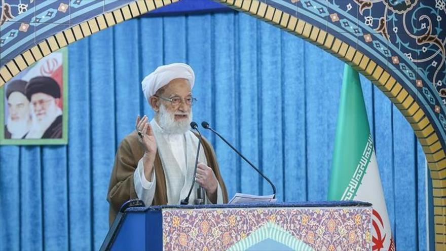 El ayatolá Mohamad Emami Kashani ofrece su sermón del rezo de este viernes en Teherán, la capital iraní, 15 de noviembre de 2019. (Foto: Tasnim)