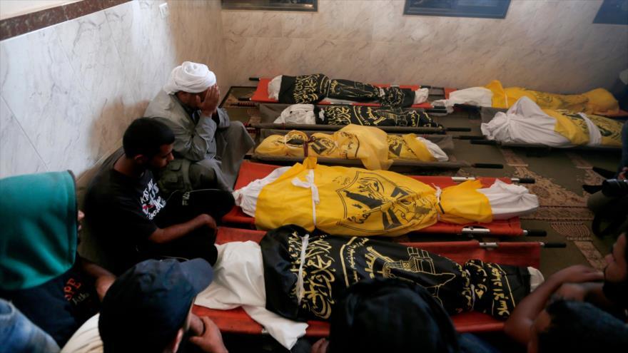 Palestinos de luto por el asesinato de los miembros de una familia en un ataque israelí, Franja de Gaza, 14 de noviembre de 2019. (Foto: AFP)