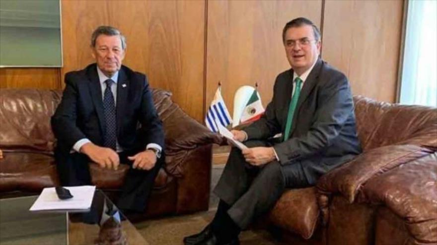 El canciller mexicano, Marcelo Ebrard (drcha.), en una reunión con su par uruguayo, Rodolfo Nin Novoa, 15 de noviembre de 2019.
