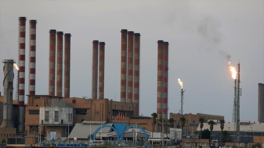 Vista general de la refinería de petróleo de Abadan en el suroeste de Irán.