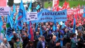 Jubilados italianos protestan por el bloqueo de las pensiones