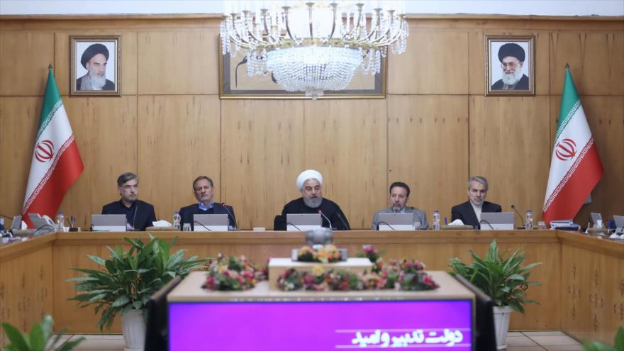 El presidente de Irán, Hasan Rohani (centro), en una reunión de su Gabinete en Teherán, 17 de noviembre de 2019. (Foto: president.ir)