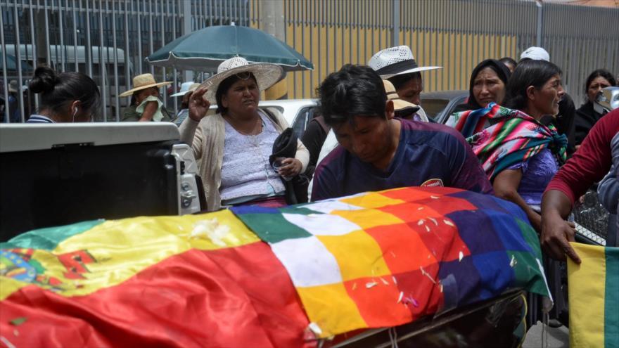 Un ataúd de un partidario de Evo Morales, asesinado durante una represión de la Policía en Sacaba, 16 de noviembre de 2019. (Foto: AFP)