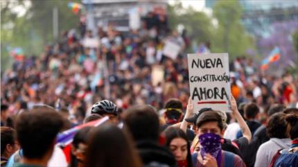 Estudiantes chilenos rechazan acuerdo para nueva Constitución