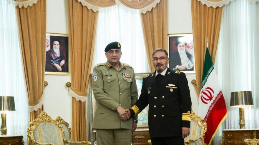 El secretario del Consejo Supremo de Seguridad Nacional de Irán (dcha.) y el jefe del Estado Mayor del Ejército de Paquistán en Teherán, 19 de noviembre de 2019. (Foto: IRNA)