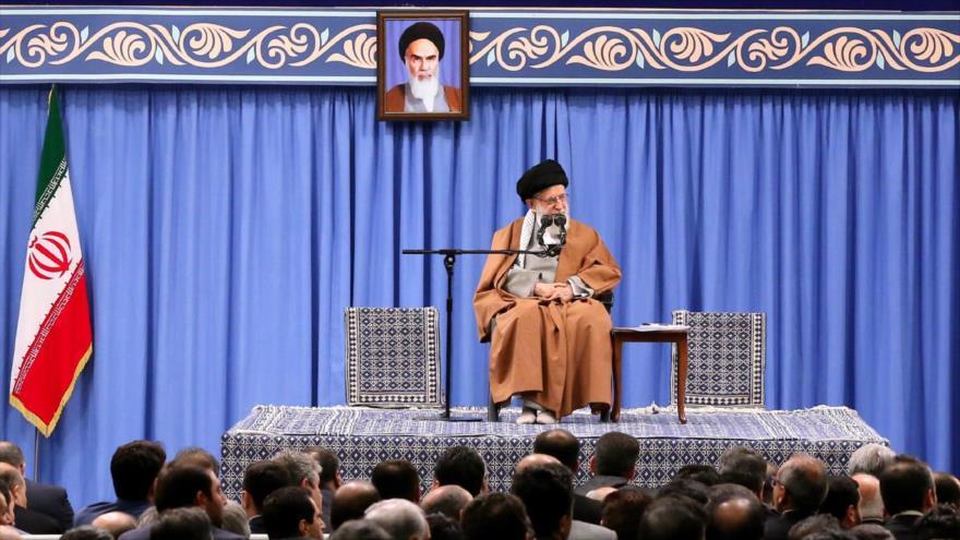 Líder de Irán: Derrotaremos al enemigo en la guerra económica