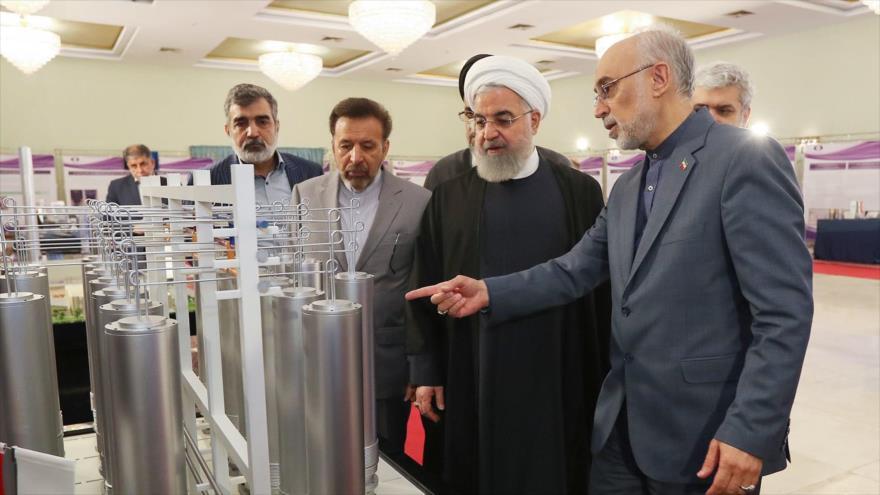 El presidente de Irán, Hasan Rohani, observa los avances en materia nuclear en el Día Nacional de la Tecnología Nuclear.