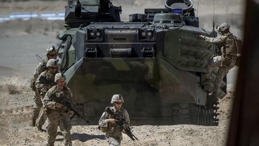 Soldados estadounidenses participan en una maniobra militar.