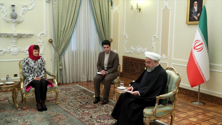 El presidente de Irán, Hasan Rohani, se reúne con la embajadora australiana, Lyndall Sachs, Teherán, 19 de noviembre de 2019. (Foto: president.ir)