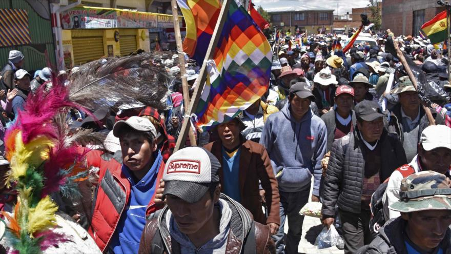 Bolivianos protestan contra Áñez y repudian la represión militar