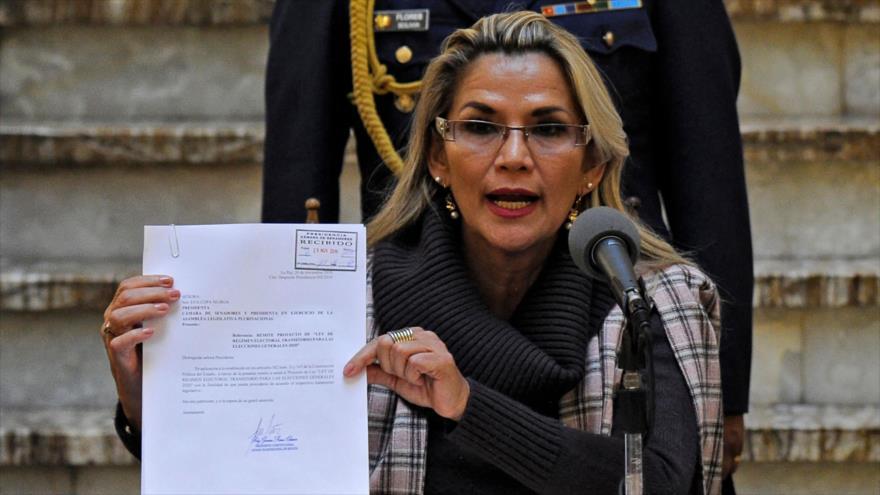La autoproclamada presidenta boliviana, Jeanine Áñez, presenta un proyecto de ley en La Paz, Bolivia, 20 de noviembre de 2019. (Foto: AFP)