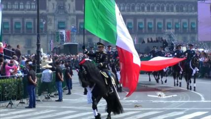Mexicanos celebran el 109 aniversario de su Revolución