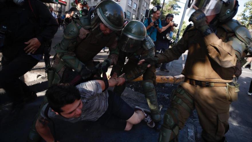 AI releva: Carabineros de Chile cometen tortura y violencia sexual | HISPANTV